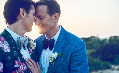 Pareja gay en un reportaje de boda en ibiza